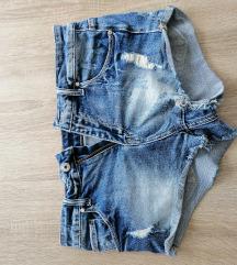 kao NOVE, malo nosene, vruce jeans hlačice
