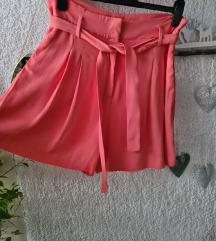 Rožičaste kratke hlače