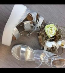 Nove srebrne sandale