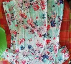 Majica s cvjetnim uzorkom
