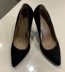 Crne cipele od brušene kože