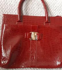 Nova lakirana crvena torba