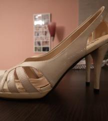Bijele sandale na petu