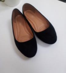 Nove crne balerinke