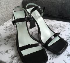NOVE vintage sandale na petu