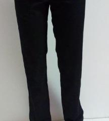 Crne klasične hlače 40 NOVO