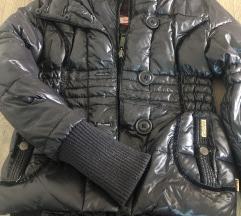 Zimska crna jakna s krznom