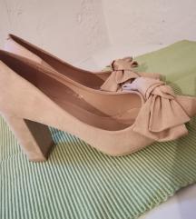 Cipele s mašnom