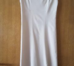 Elegantna bež haljina s prorezom
