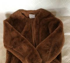 Bershka fluffy jakna