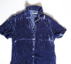 Baršunasta majica lijepe plave boje