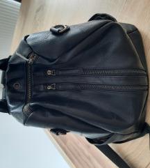 Crni ruksak 🙃