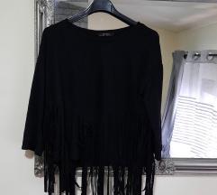 Bershka crna majica sa resicama%