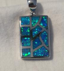 Posrebreni privjesak za lančić plavi fire opal