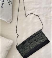 Crna torbica s 2 lanca različite dužine - kao NOVO