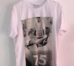 Majica- s etiketom