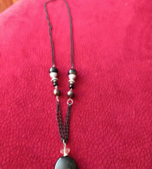 Crna ogrlica s privjeskom