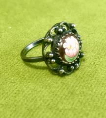 Prekrasan srebreni prsten