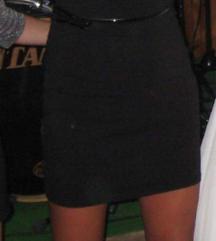 Crna haljina s cipkom na rukavu