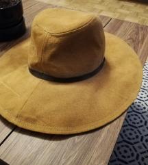 Prekrasan Zara jesenski šešir