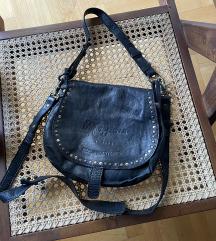 Pepe Jeans crna kožna boho torbica