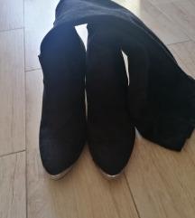 Nove crne čizme 37