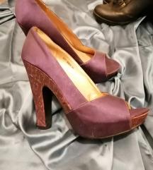 nove ljubičaste cipele