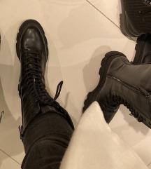Bershka popularne cizme sa potplatom,pt ukljucena
