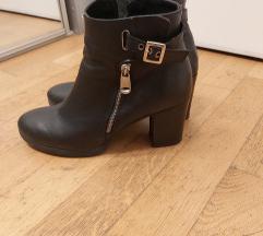 Crne kožne čizme vel 40