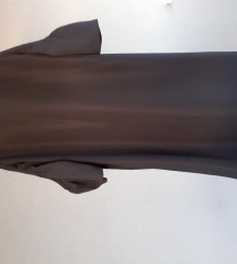 Crna haljina s prorezom na rukavima