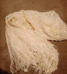 Bijeli pleteni šal