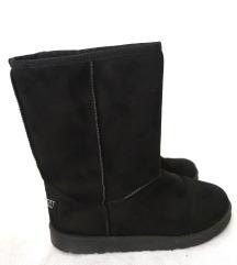 Nove crne čizme 38