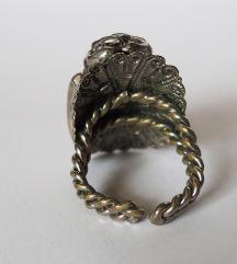 Veliki prsten sa kristalom