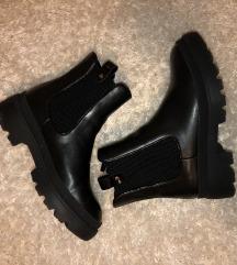 Crne čizme/uklj.poštarina
