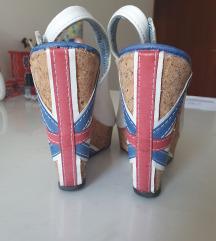 Posebne bijele sandale na punu petu s uzorkom