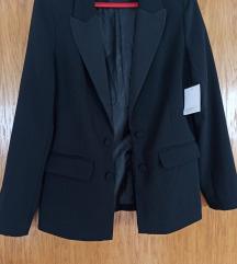 Novi crni blazer s etiketom