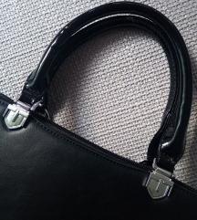 Crna klasik torbica sa lak ručkama
