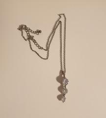 Lančić ogrlica sa 3 cirkona u privjesku