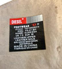 Nove, nenošene Diesel vintage čizme 38, bez kutije