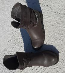 Tamnosive čizme