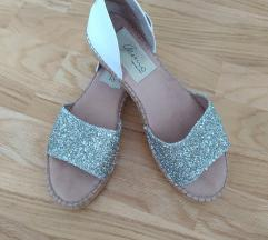 Srebrne šljokičave sandale