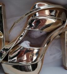 Zlatne sandale s platformom