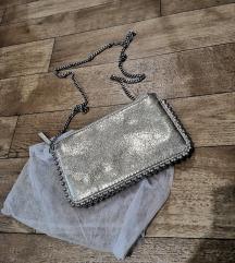 Zara zlatna torbica sa srebrnim detaljima