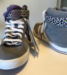 % Adidas, NOVE s etiketom