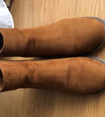 Čizme bershka od brušene kože