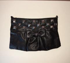 Mala torbica sa zakovicama