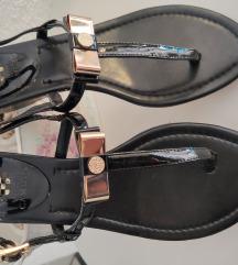 Vince Camuto crne lakirane sandale 38