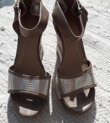 Jednom nošene sandale s platformom broncane bijele