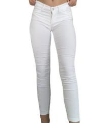 Bijele elastične traperice