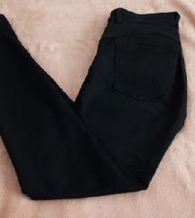 NOVE Pull & Bear hlače